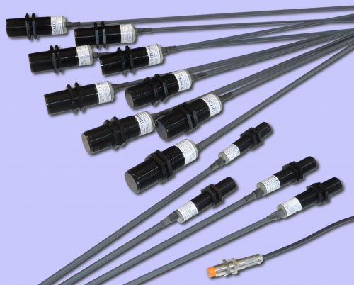 Inductive / capacitive proximity sensor group